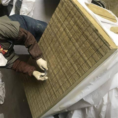 出售高密度彩钢夹芯岩棉板价格