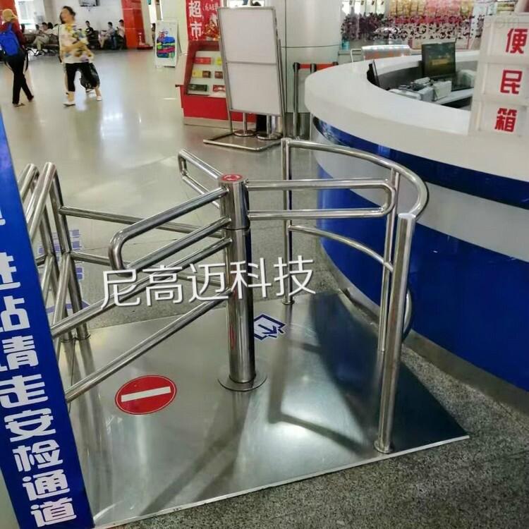 山东海阳汽车总站半高单限旋转滚闸门