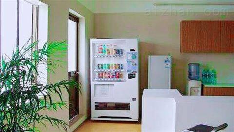 深圳南山区饮料食品综合无人自助售卖机